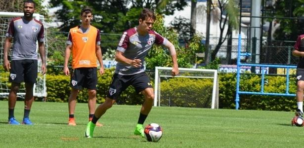 Araruna deve ser mantido como lateral-direito na equipe de Rogério Ceni