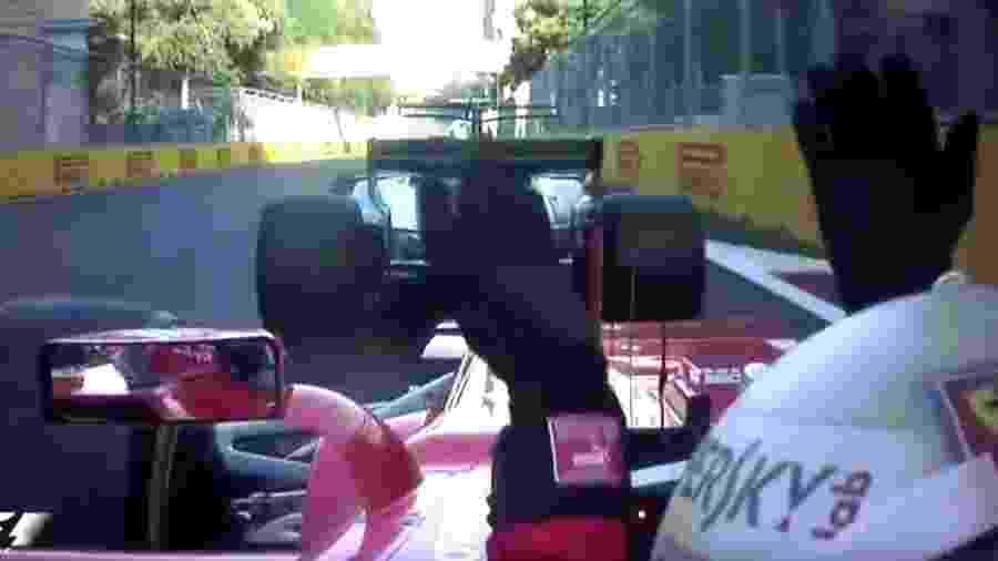 Hamilton freia e Vettel acerta a traseira. Em seguida,o alemão jogou o carro na Mercedes - F1/oficial