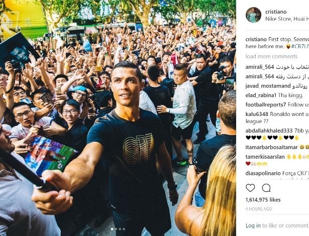 Cristiano Ronaldo tira selfie durante passagem pela China
