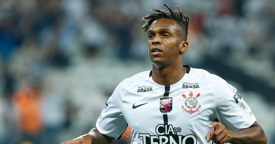 Jô comemora gol do Corinthians sobre o Coritiba
