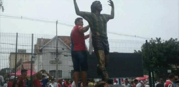 Torcida do Coritiba se revoltou contra paranistas que tripudiaram na estátua oe ídolo alviverde - Reprodução/Facebook