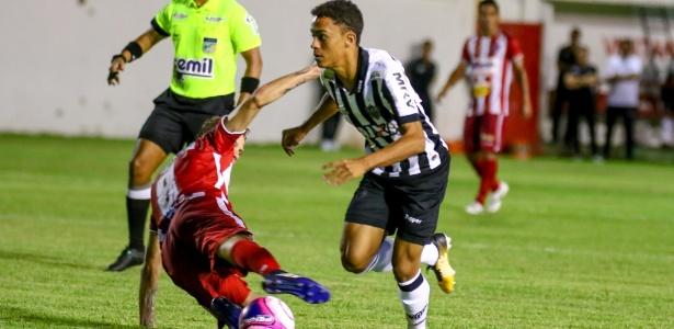 Aos 17 anos, Bruno estreou como profissional contra o Villa e deixou uma boa impressão