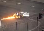 Carro pega fogo em corrida nos EUA, e pai invade pista para salvar filho - Reprodução/TM Racing