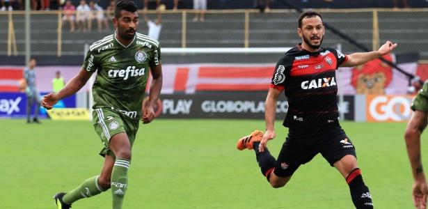 Thiago Santos tem entrado para ajudar o Palmeiras a segurar o placar com Felipão - MAURICIA DA MATTA / EC VITÓRIA