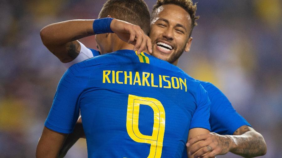 Neymar e Richarlison comemoram gol da seleção brasileira contra El Salvador - Pedro Martins / MoWA Press
