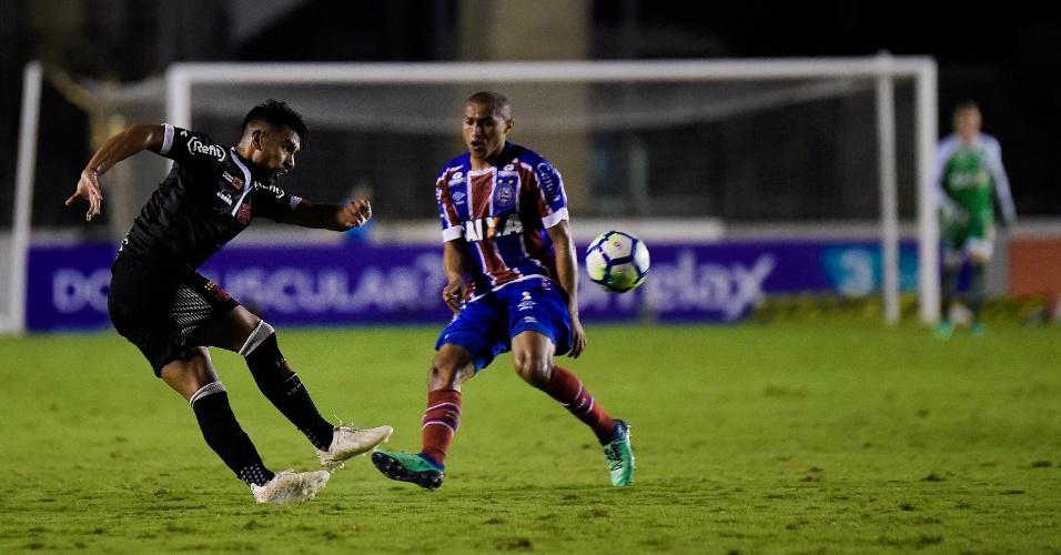 Andrés Rios em lance da partida entre Vasco e Bahia, pelo Brasileirão