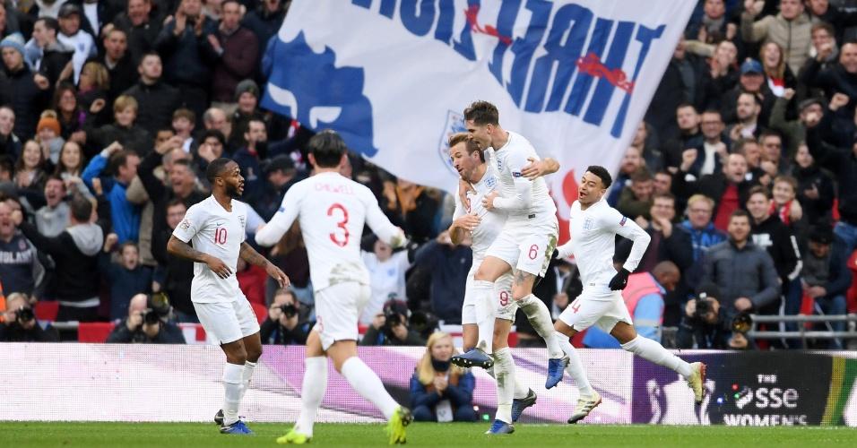 Jogadores comemoram gol da Inglaterra contra a Croácia