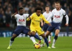 Willian diz não ter proposta do Barcelona e ressalta foco no Chelsea - Matthew Childs/Action Images via Reuters