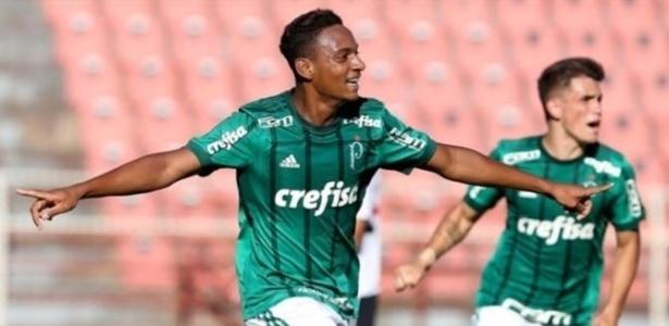Fabrício comemora um de seus 36 gols no Paulista sub-17 - Fabio Menotti/Ag. Palmeiras/Divulgação