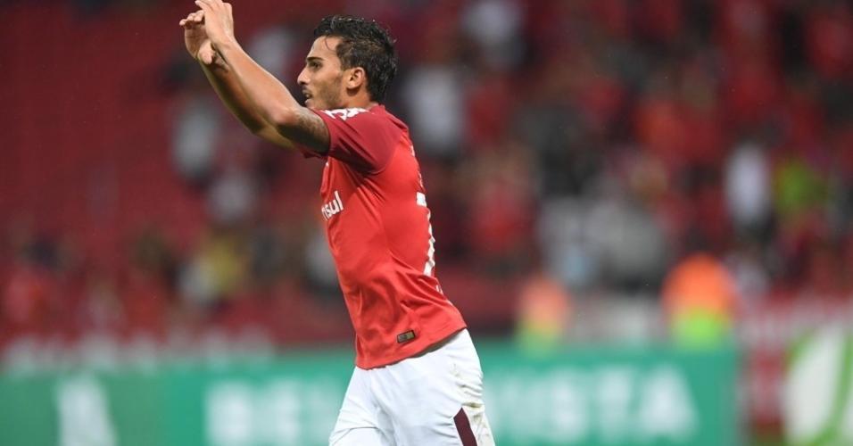 Guilherme Paraguaio comemora gol do Internacional sobre o Novo Hamburgo