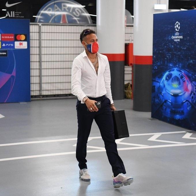 Neymar chega para semifinal da Champions League entre PSG e RB Leipizig