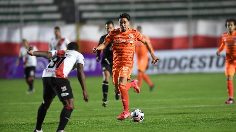 Mauricio em ação pelo Inter contra o Always Ready, na Bolívia - Ricardo Duarte/Inter