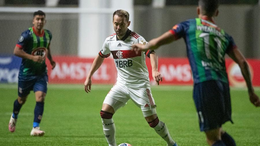 Everton Ribeiro, do Flamengo, durante duelo com o La Calera, do Chile, pela Libertadores - Alexandre Vidal / Flamengo