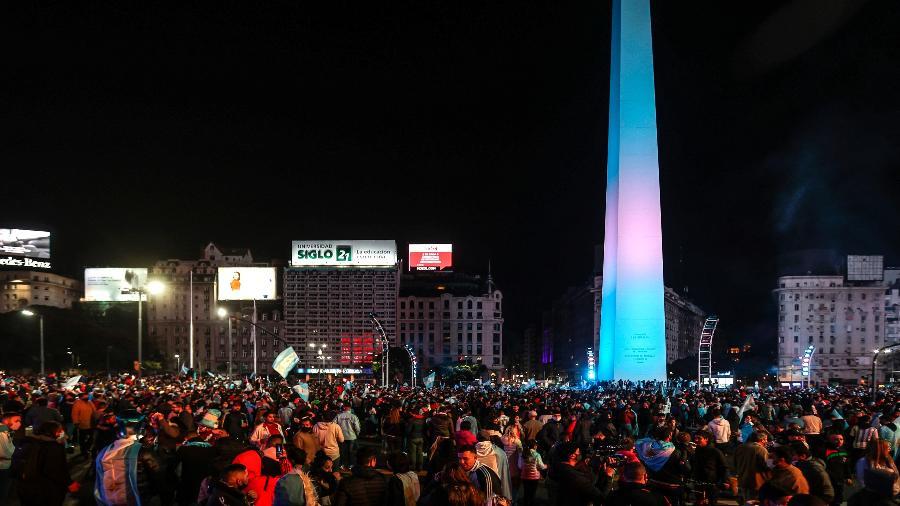 Milhares foram às ruas de Buenos Aires para comemorar o título da Argentina na Copa América - Juan Ignacio RONCORONI/EFE