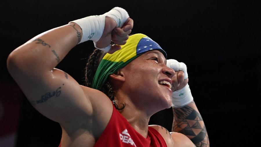 Beatriz Ferreira já tem medalha garantida, mas busca o ouro em Tóquio - LUIS ROBAYO/AFP