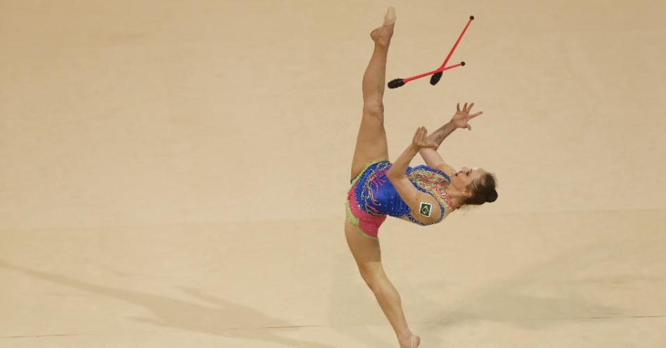 Angélica Kvieczynski se apresenta na final de individual com maças. Brasileira terminou na quinta colocação.
