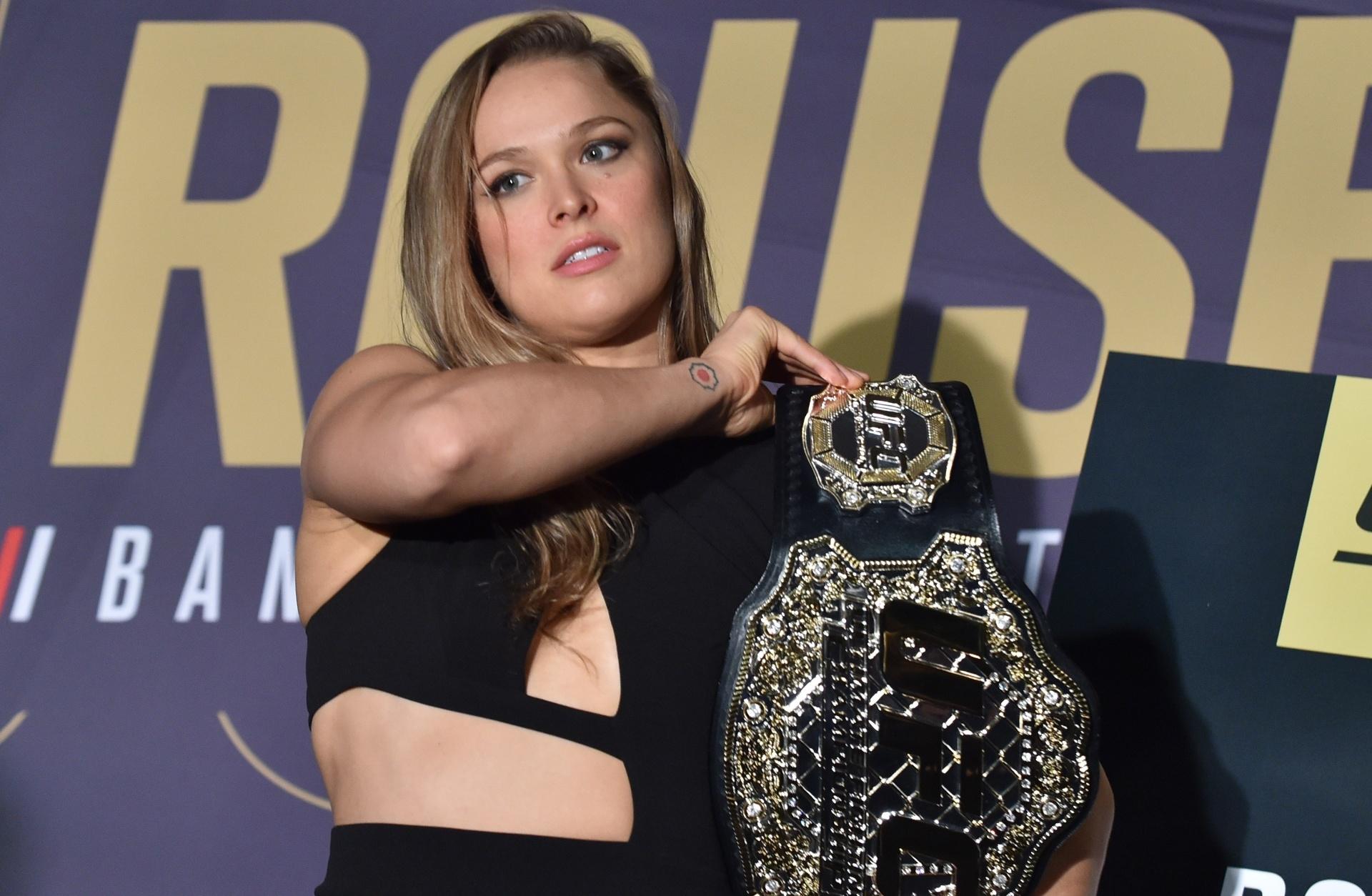 Ronda Rousey troca UFC pela WWE e avisa