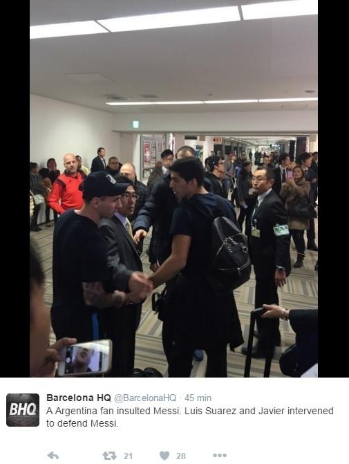 Torcedores do River cospem em Messi em aeroporto