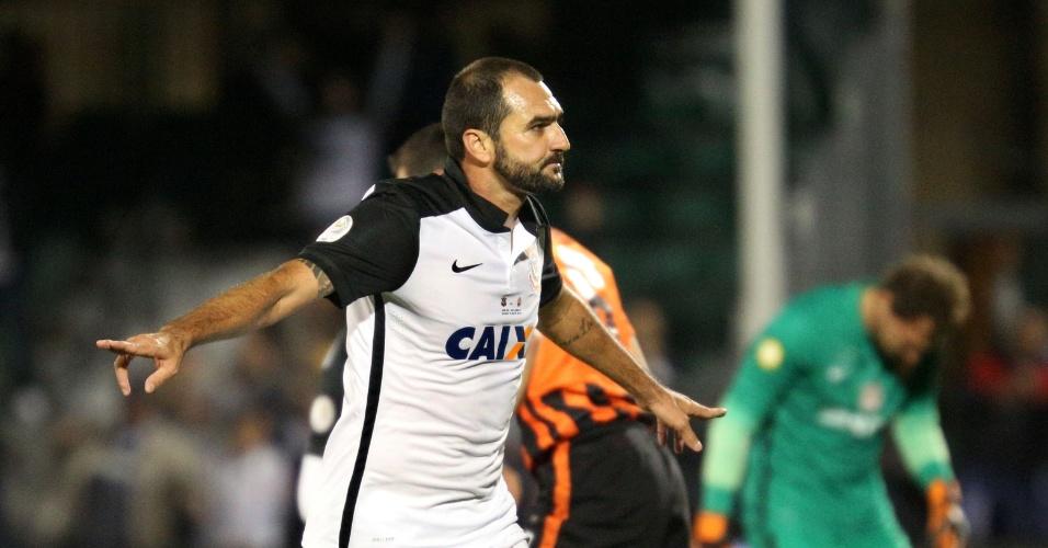Danilo comemora o seu gol pelo Corinthians contra o Shakhtar pela Florida Cup