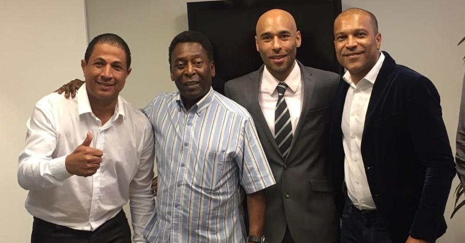 Presidente do Tricordiano, Gustavo Vinagre (esquerda), ao lado de Pelé e Edinho