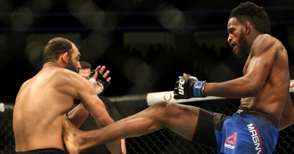 Neil Magny venceu o ex-campeão do meio-médio Johnny Hendricks no UFC 207