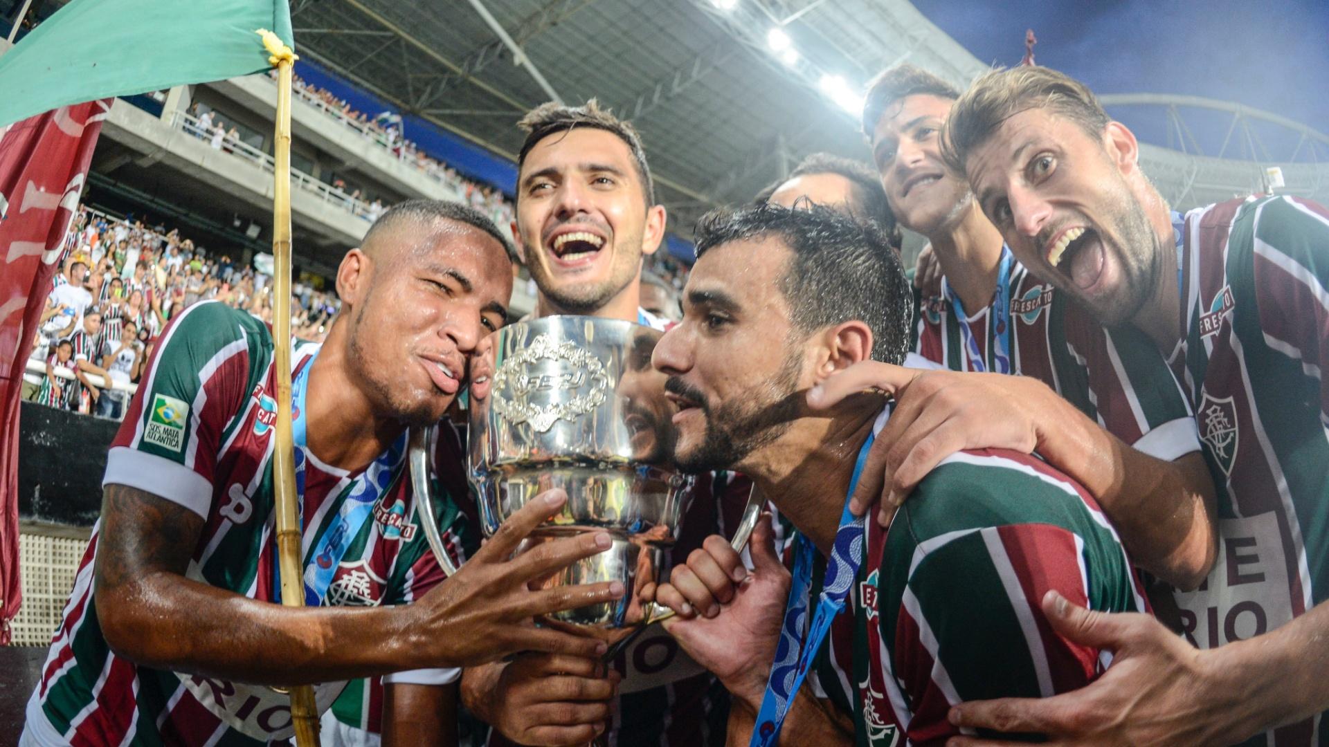 Jogadores do Fluminense comemoram título após vitória nos pênaltis sobre o Flamengo