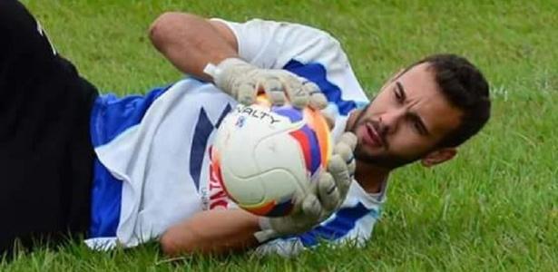 Doni, do Iraty: rotina de recolher lixo reciclável e evitar recolher a bola dentro do gol