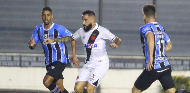 Escudero poderia auxiliar na ligação entre a defesa e o ataque para Zé Ricardo
