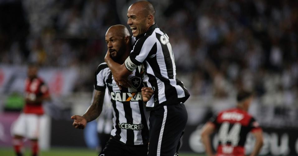 Roger comemora após marcar pelo Botafogo contra o Flamengo