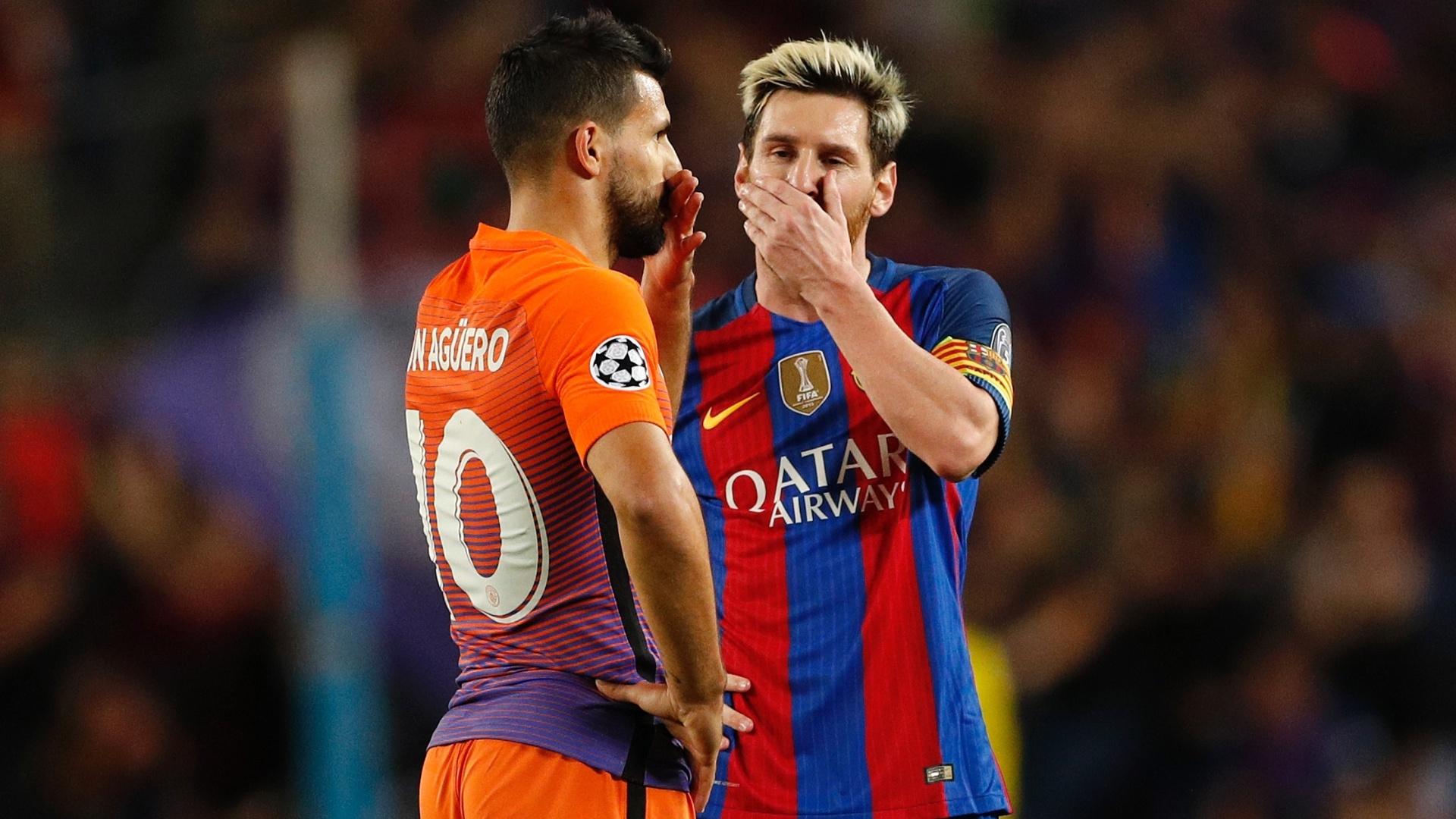 Messi e Agüero conversam antes de jogo do Barcelona contra o Manchester City