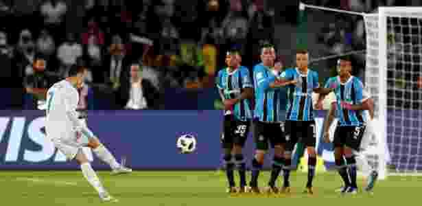 Cristiano Ronaldo bate falta e abre o placar para o Real Madrid contra o Grêmio - REUTERS/Matthew Childs - REUTERS/Matthew Childs