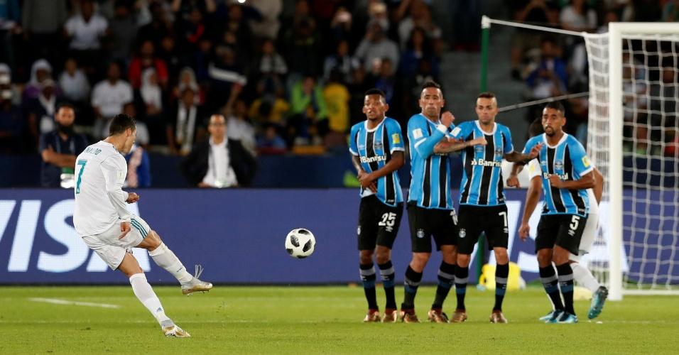 Cristiano Ronaldo bate falta e abre o placar para o Real Madrid contra o Grêmio