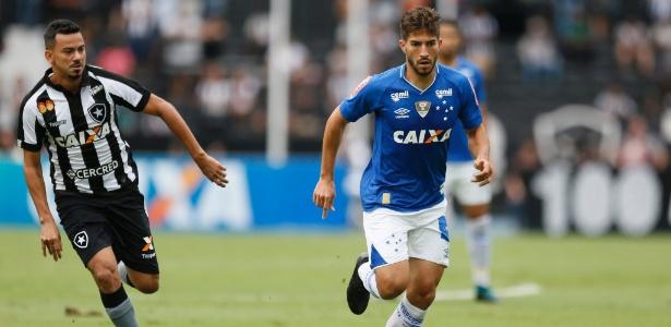 Lucas Silva, meio-campista do Cruzeiro