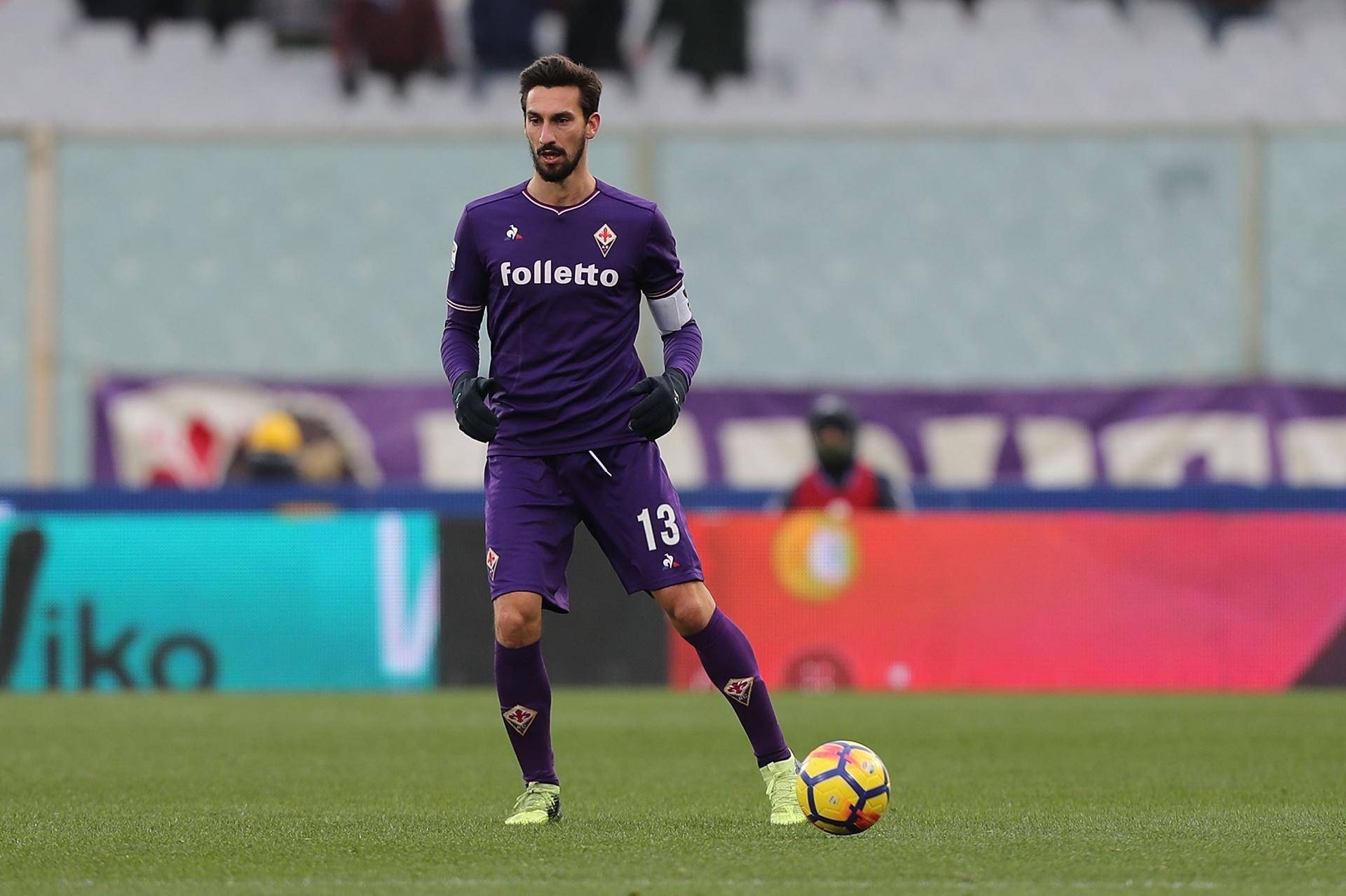 95c425696f Fiorentina e Cagliari aposentam camisa com número 13 em homenagem a Astori  - 06 03 2018 - UOL Esporte