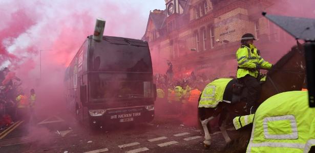 Delegação do City foi agredida na chegada ao Anfield Road antes de jogo da Champions