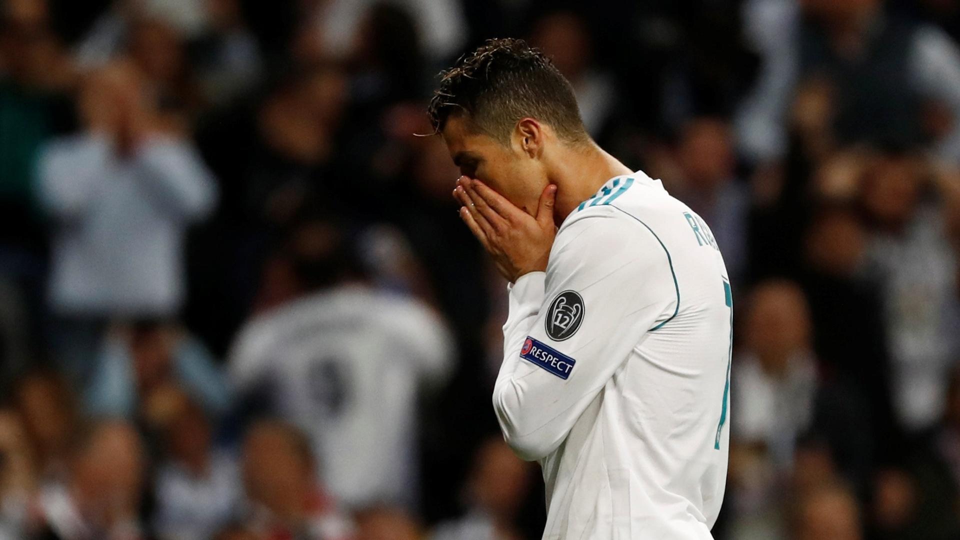 Cristiano Ronaldo lamenta chance clara de marcar o terceiro gol do Real Madrid