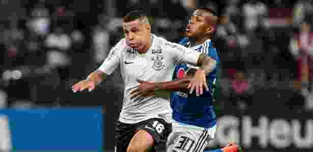 Sidcley chegou ao Corinthians em fevereiro e logo virou titular da equipe  alvinegra Imagem  Ale Cabral AGIF 72b14bdbd1a44