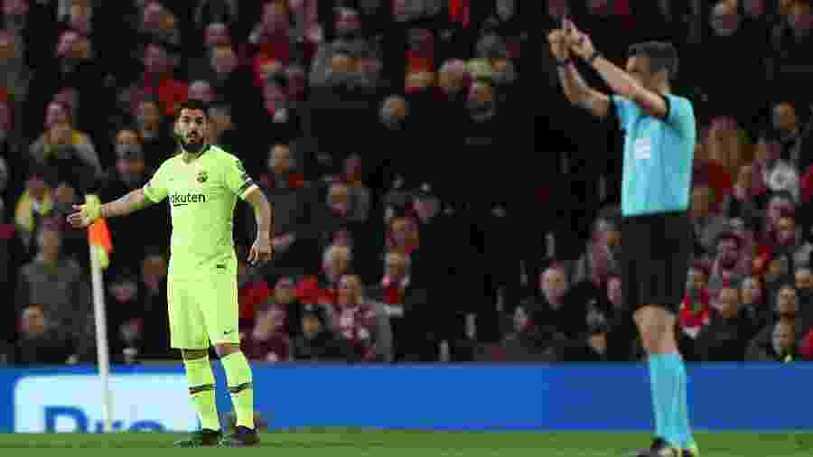 Árbitro validou gol do Barcelona após consulta ao VAR - Action Images via Reuters/Lee Smith