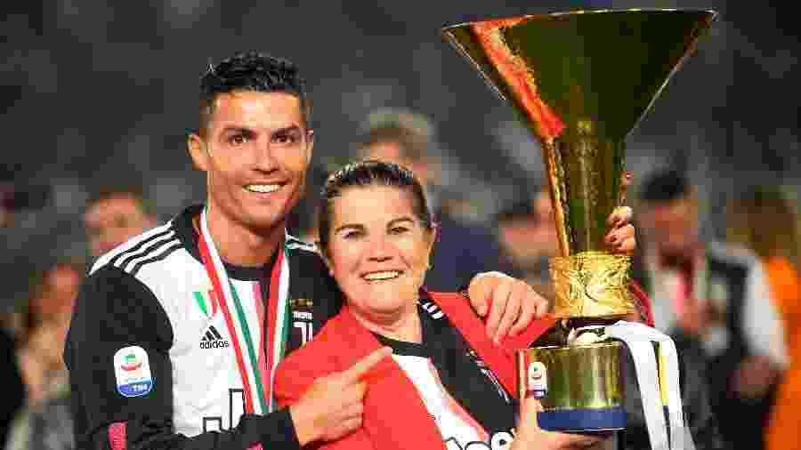 Cristiano Ronaldo posa para foto com a mãe, Dolores - Massimo Pinca/Reuters