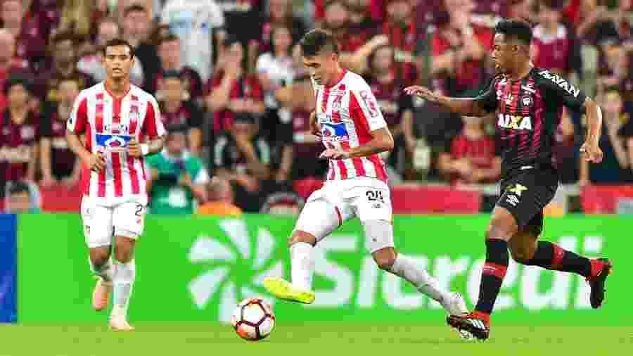 Víctor Cantillo em ação durante final da Copa Sul-Americana, entre Junior Barranquilla e Athletico, em 2018 - Jason Silva/AGIF
