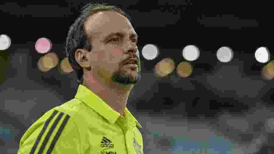 Técnico Maurício Souza à beira do gramado no clássico entre Vasco e Flamengo - Marcelo Cortes / Flamengo