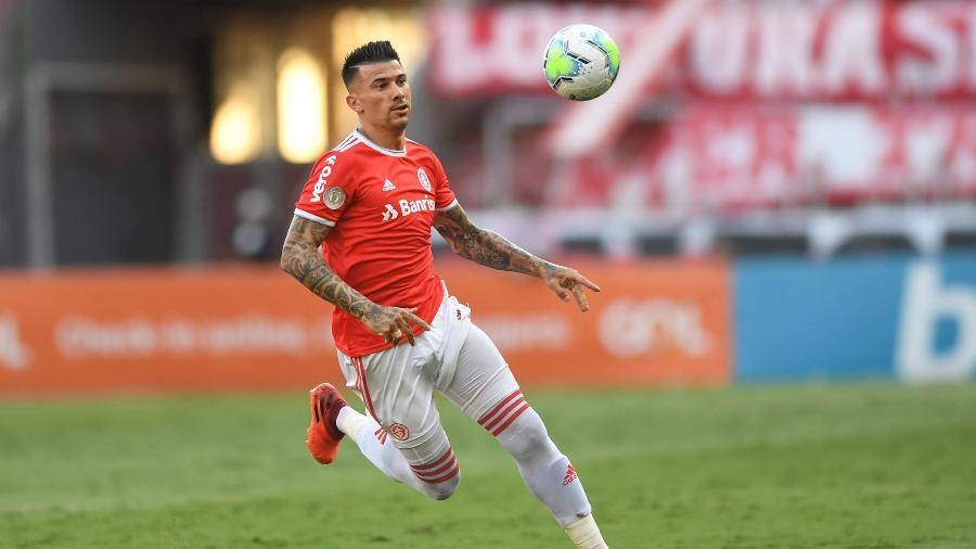Victor Cuesta é um dos jogadores pendurados no Inter para encarar o Fortaleza - Ricardo Duarte/Inter