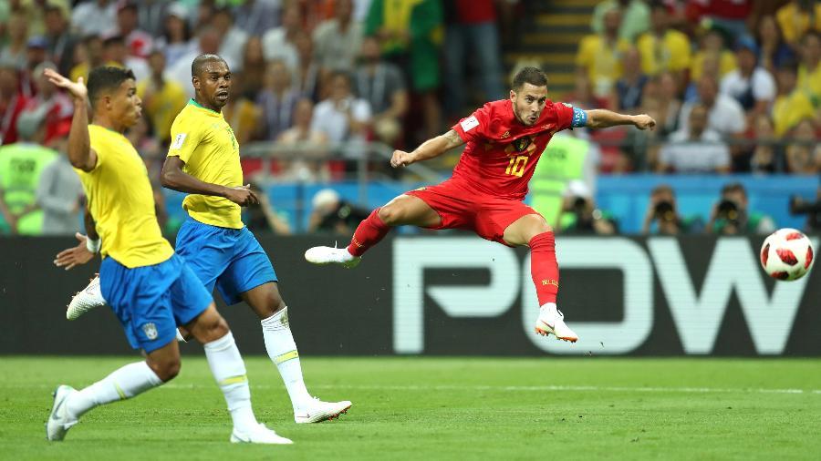 Fernandinho e Thiago Silva observam finalização de Hazard em eliminação do Brasil na Copa de 2018 - Catherine Ivill/Getty Images