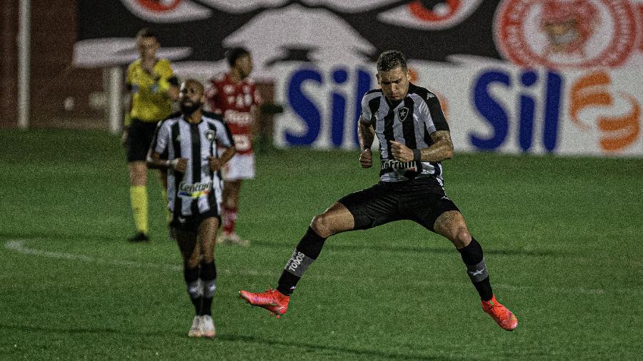 Rafael Navarro fez o primeiro gol do Botafogo na Série B - Heber Gomes/AGIF