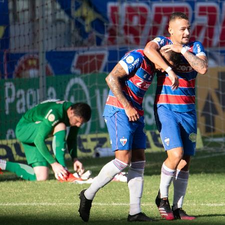 Jogadores do Fortaleza comemoram gol diante do Bragantino - Kely Pereira/AGIF