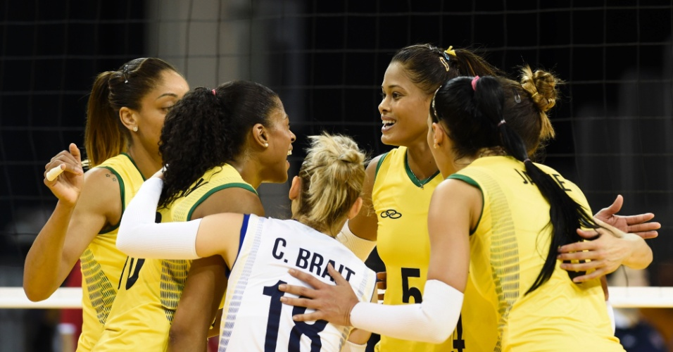 Seleção brasileira vibra após conseguir ponto na partida contra Porto Rico pelo Pan-Americano