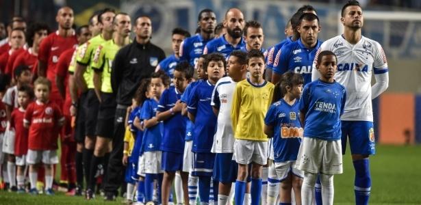Partida terminou com o placar favorável aos donos da casa: 4 a 2 para o Cruzeiro