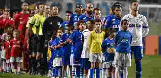 b0e682d5c90 Árbitro de Cruzeiro x Inter relata arremesso de relógio no campo do Horto.  Pedro Vilela Light Press Cruzeiro