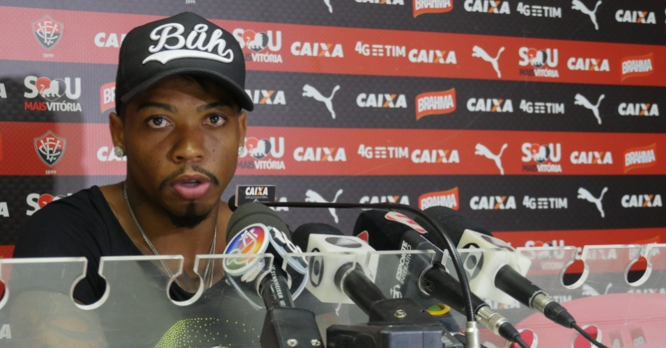 Atacante do Vitória, Marinho realiza pronunciamento no Barradão