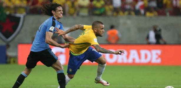 Daniel Alves e Cavani voltarão se encontrar no Brasil x Uruguai